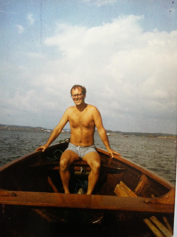 Pappa, mitten på 70-talet, några å femtio i Sniba ute på Kungsbackafjorden.